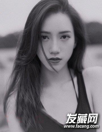 韩国女生头像戴眼镜手绘黑白色