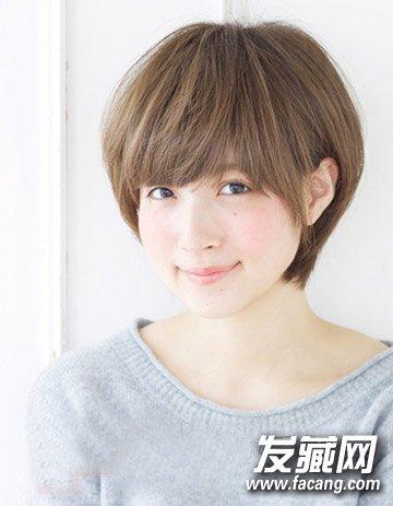 棕色短发层次感设计分明,齐刘海修颜减龄,发顶的短发蓬松有型图片