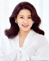 李英爱携女拍写真 示范30+女人最美发型