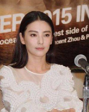 张雨绮回归单身甜美发型盘点图片