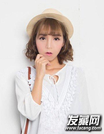 简单可爱不失俏皮感 →简单的刘海编发发型 学会它短发也能美过长