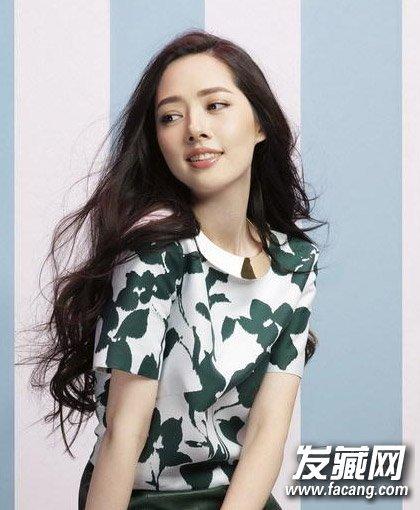 林允儿快本造型 长卷发的她比古装好看多了 →巧用辫子打造靓丽玫瑰