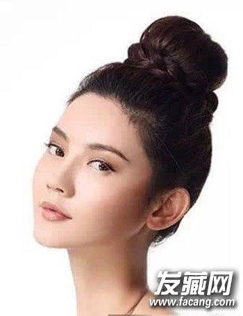 头扎法 无刘海韩式发型  导读: 无刘海韩式发型 丸子头怎么扎简单好看图片