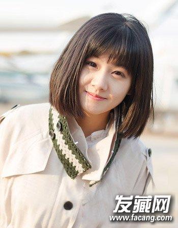 短发搭配吸睛最流行(2)  导读:春季的薄款风衣加上柔顺的短 直发 发型