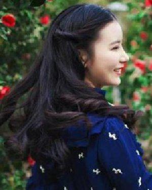气质的公主烫发发型 中分+复古最时尚