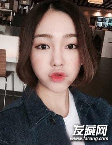 > 不对称的偏分中短发烫发 韩国流行的9款短发烫发(3)  导读:可爱小巧