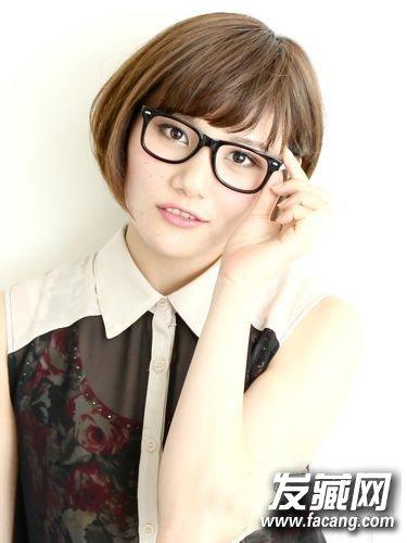 发型网 女生发型 女生短发发型 > 戴眼镜适合什么发型 知性文艺女青年