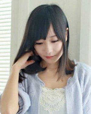 > 短发斜刘海发型