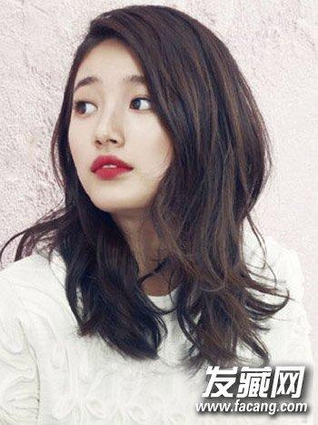 韩式斜刘海和中长发 披肩卷发发型充满女人味(6)