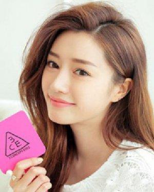 适合轻熟女韩式气质发 偏分刘海发型设计修饰圆脸