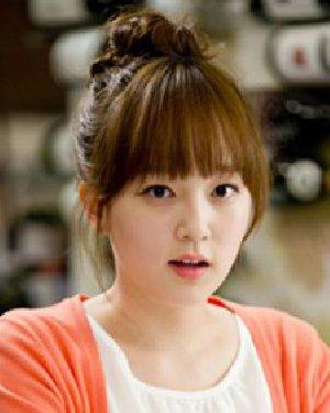 脸大留什么发型好看 韩系风格花苞头盘发
