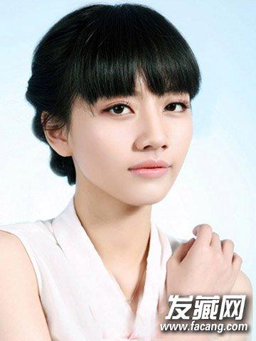 脸大留什么发型好看 韩系风格花苞头盘发(9)
