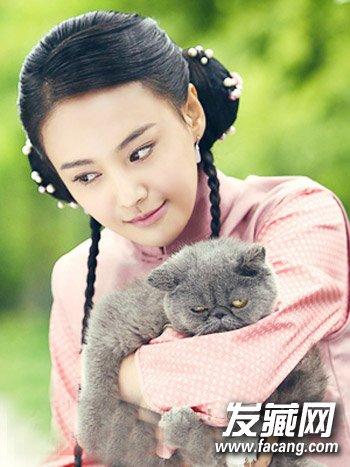 黑色长直发发型 郑爽披肩发诠释温婉民国风(4)       粉色的汉服腰裙