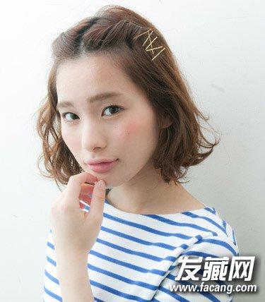 俏皮的发辫更显可爱  导读: 短发mm最常见的扎发造型就是刘海编发.