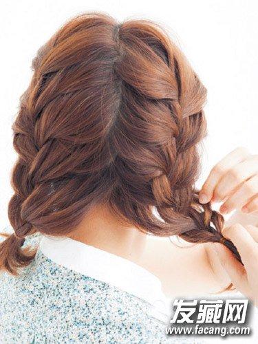 发型网 发型diy 编发教程 > 夏季编头发的步骤及图片 空气感刘海轻盈