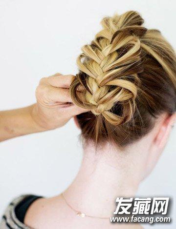 浪漫的头发编织方法 法式编发马尾辫扎法图解(6)图片