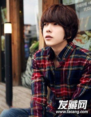 > 韩国男生发型的设计 9款短发阳光帅气(3)  导读:男生可爱发型3 这
