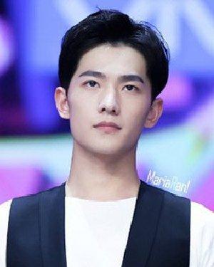 《左耳》杨洋发型 帅气短发成90后发型范本