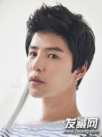 【图】中分的男生短发发型设计