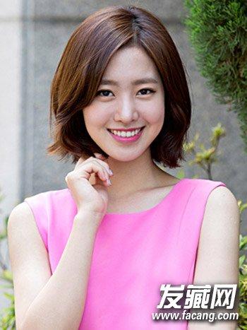 偏分发型设计的韩式短发也是脸大的女生不可或缺的瘦脸发型,发尾图片