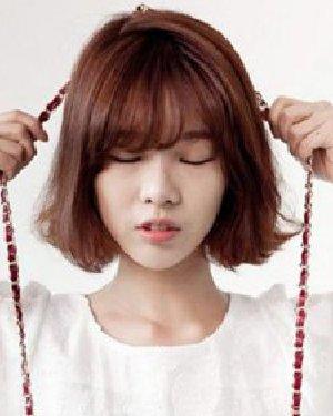 甜美动人的韩式齐刘海短发