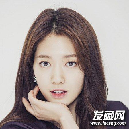发型网 女生发型 女明星发型 > 朴信惠长发发型精选 中分刘海采用z图片