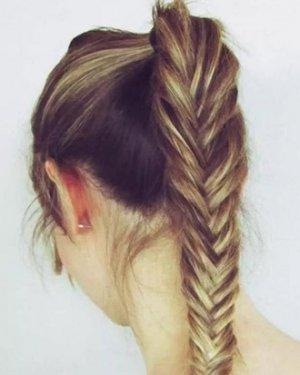 长发怎么扎简单好看? 长发鱼骨辫的编法图解图片