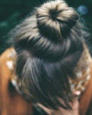 花苞头的扎法图解 不用盘发器也有立体感
