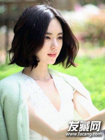 女生中分短发发型 瘦脸减龄一步到位(3)