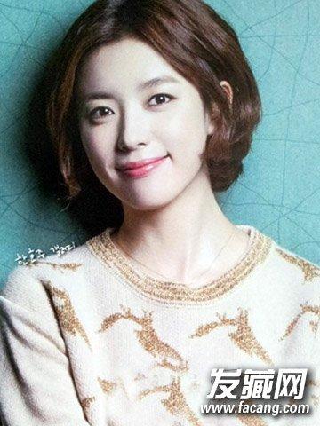 女生中分短发发型 瘦脸减龄一步到位(4)
