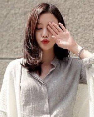 简单知性的齐肩卷发发型 韩妞示范最IN时尚发型