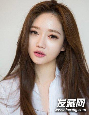 长发直发发型二 气质的中分中长直发发型 →5种脸型最适合的中长发图片