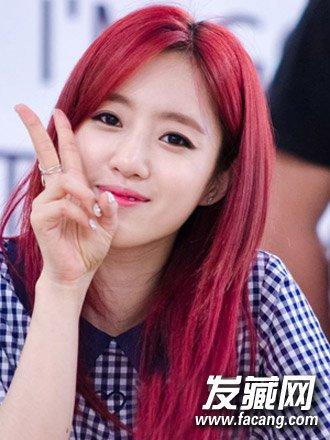 导读:圆脸直发造型6: 校园女生钟爱的一款韩式中长直发发型,齐肩直发图片