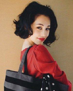 可爱的小发饰变身乖乖女 水原希子示范短发的5种变化