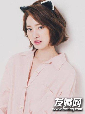 宋慧乔赵丽颖示范      微烫卷设计的这款蓬松短发也是很适合的一款图片