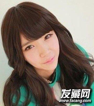 选对发型秒变可爱娃娃脸      齐刘海的发型可谓是众多长脸mm的大爱