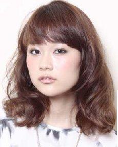 方脸齐刘海中长梨花头 9款发型显瘦又流行