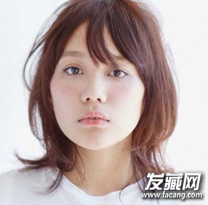 > 刘海来取长补短 菱形脸适合什么发型  导读:菱形脸又被称为杏仁脸图片