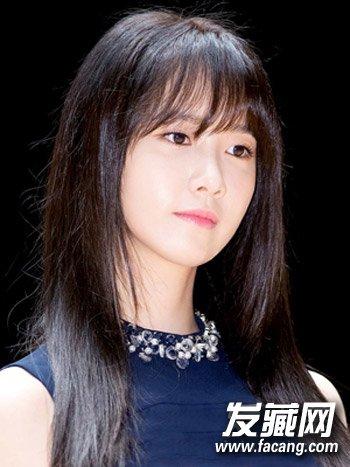 建议方脸的妹子留齐刘海,但如果一定要留也是可以的,加强发梢发型设计图片