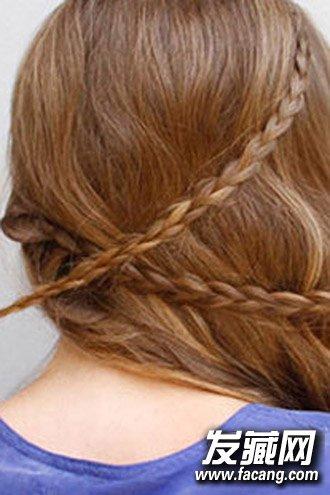 侧边扎发发型最显婉约气质 侧边低马尾编发扎法图解(4)