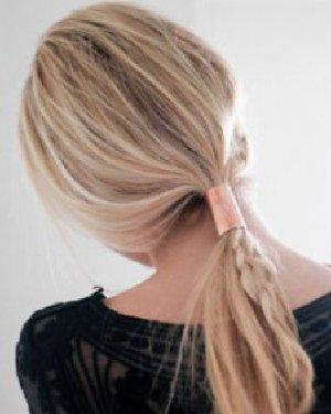 侧编发+金属扣发饰点缀, DIY马尾辫从此步平凡