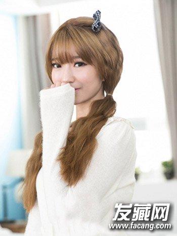 发型网 女生发型 女生可爱发型 > 甜美的中长卷发发型 2015女生扮嫩发