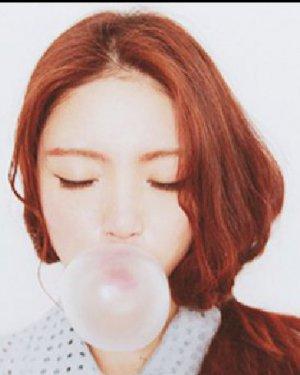 慵懒范十足侧马尾发型扎发 韩国女生可爱发型推荐