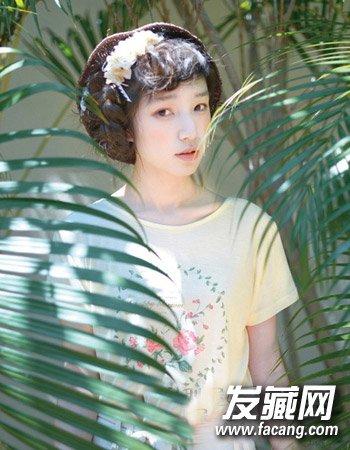 导读:矮个子甜美女生发型5: 简单而清爽的短刘海造型设计将矮个女生