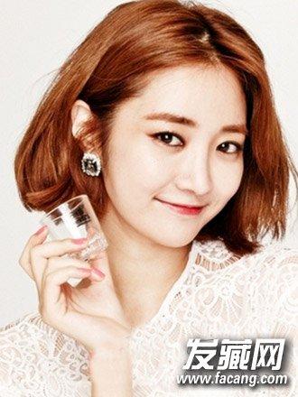 发型设计 短发发型 > 甜美的空气刘海与中短发烫发发型(7)  导读:韩国