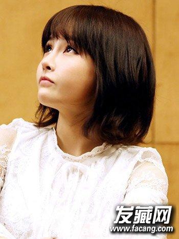 烫发发型图片 > 齐刘海短卷发发型 清新瘦脸更减龄(5)  导读:韩版短发图片