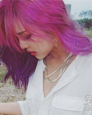 韩国彩妆女王pony最新发型 粉紫色发色吸睛图片