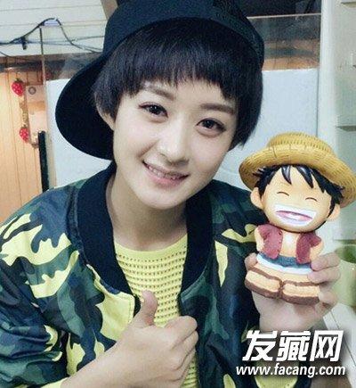 短发发型 赵丽颖:多出演可爱的傻白甜形象的赵丽颖,短发造型依然可爱