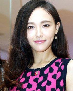 披肩长直发发型 胡歌前女友江疏影发型图片(5)