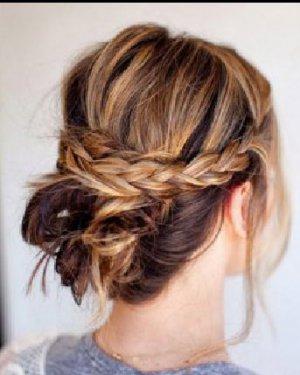 夏天快速盘头发的方法 发型非常简单